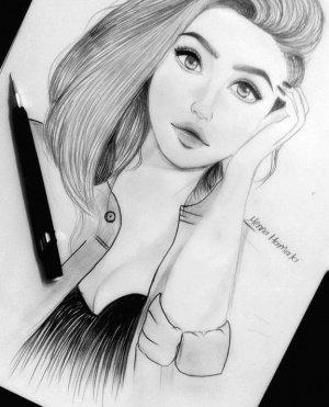 منة الله.. تهوى رسم شخصيات بنات من خيالها وتخطط لرسم شخصيتها بتفاصيل يومها