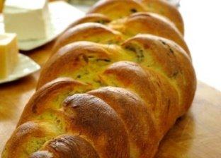 خبز مضفر بحشو الزيتون