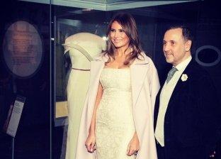 ميلانيا مع فستانها في المتحف الأمريكي للتاريخ