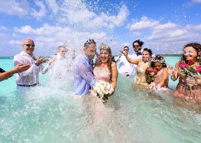 جانب من حفل الزفاف أسفل الكاريبي