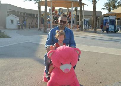 أحمد مع ابنته