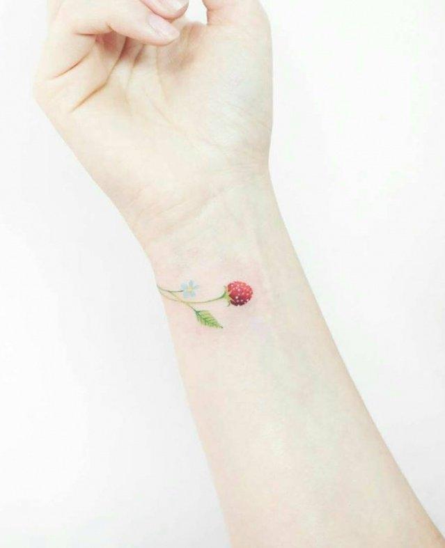 """""""تاتو"""" الورود للمعصم لإطلالة مميزة في الصيف"""