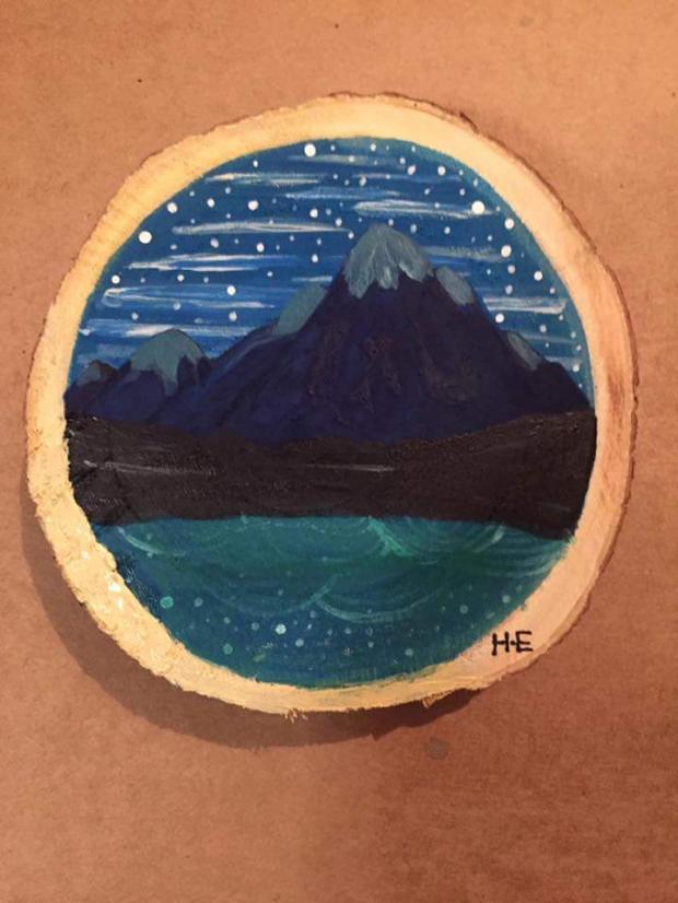 هن بالصور هاجر تبدع في الرسم على الخشب بحلم بـ جاليري